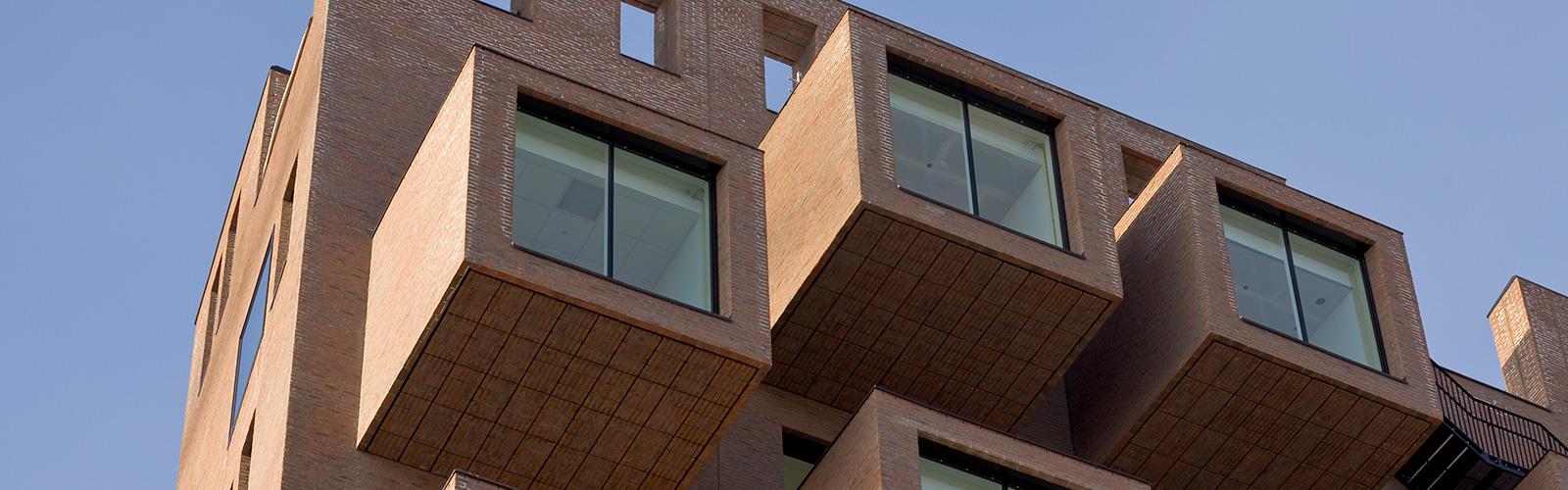 Utsnitt fra fasaden til The Wedge i Barcode